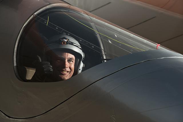 Betrand Piccard a los mandos del avión Solar Impulse