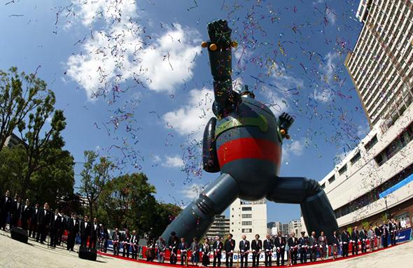 Ceremonia de inauguración del Tetsujin 28 en Kobe