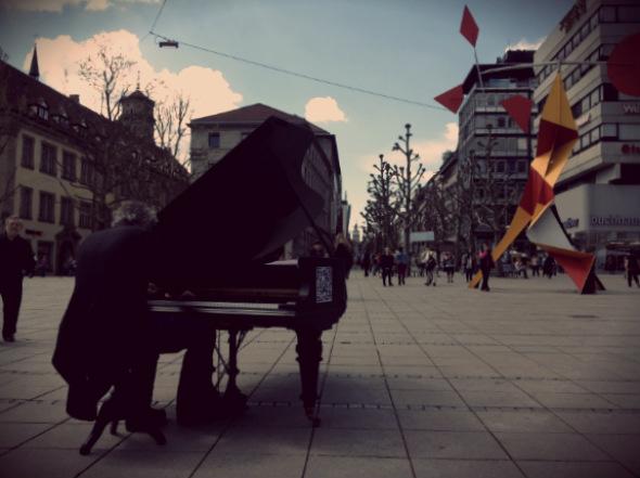 Pianista callejero en Stuttgart. Foto (c) Tu Gran Viaje