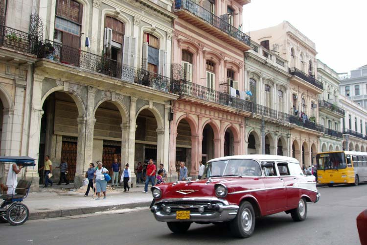 La Ciudad de las Columnas: Un recorrido literario por La Habana