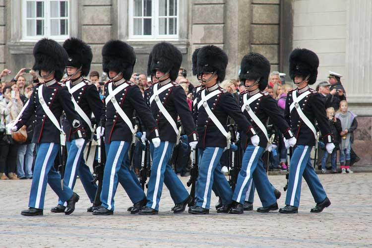 Cambio de la Guardia Real en el palacio de Amalienborg, Copenhague
