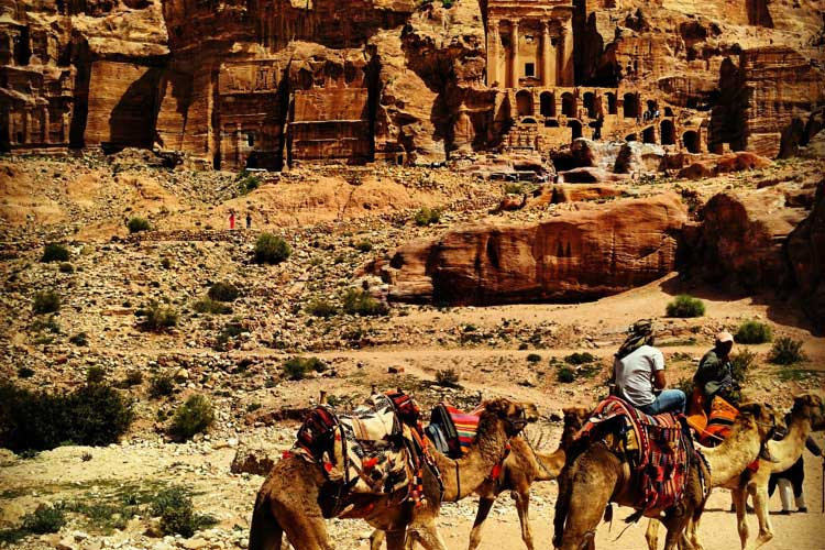 Paseo en camello por Petra, Jordania. Foto © Tu Gran Viaje