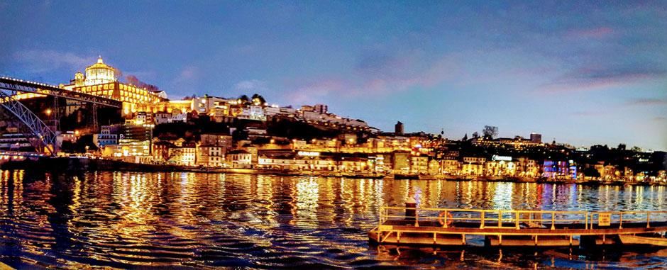 Viajar a Oporto con los Xperts de Tu Gran Viaje. Villa Nova de Gaia vista desde la Ribeira. © Tu Gran Viaje