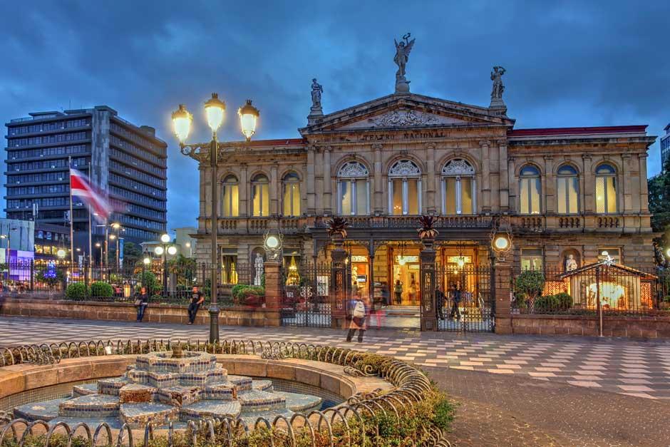Teatro Nacional de San José. © Shutterstock | Posta Tica de Costa Rica | David Granda | Tu Gran Viaje