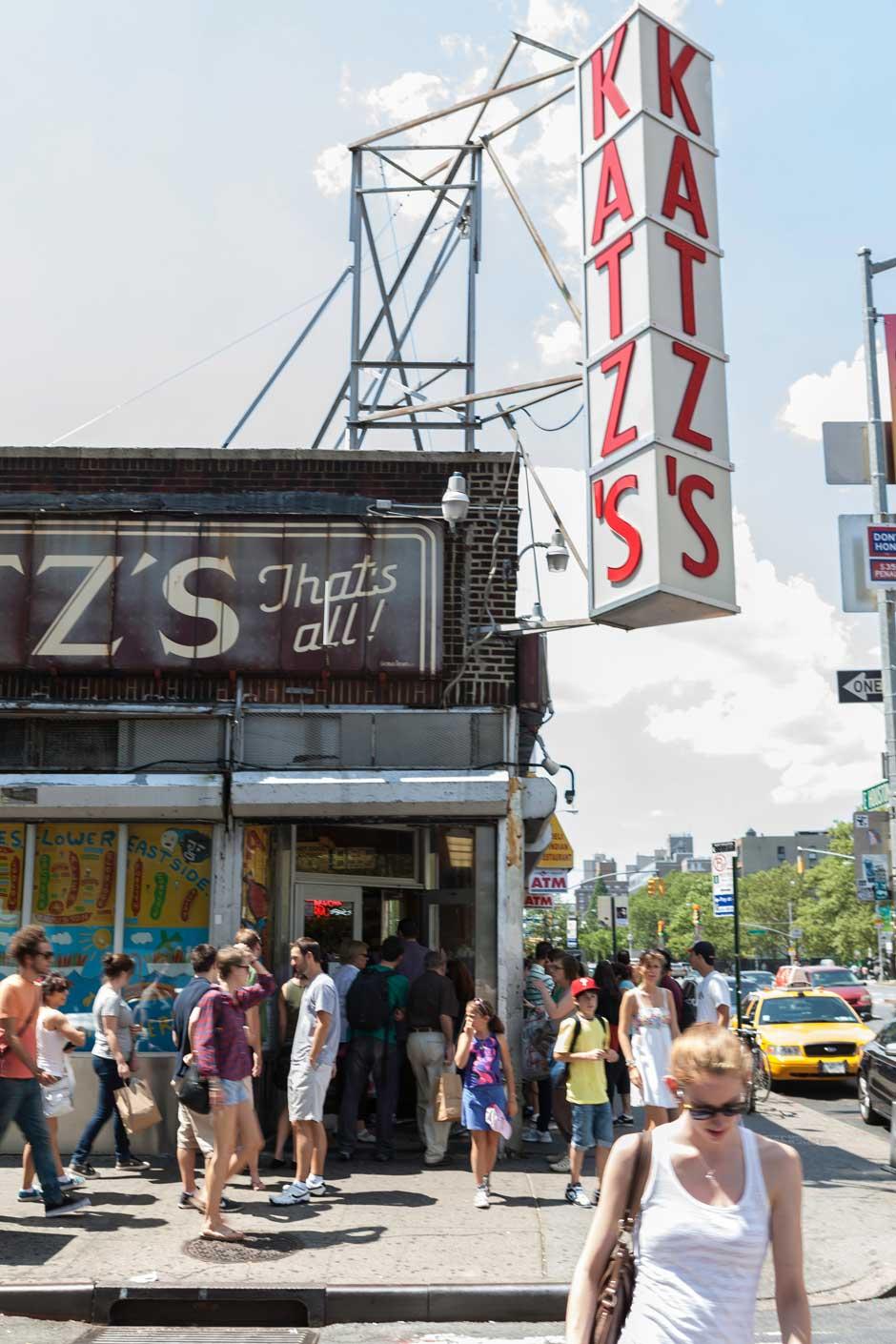 El pastrami de Katz's Delicatessen, un clásico de la gastronomía de Nueva York | Tu Gran Viaje