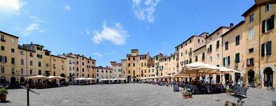 Plaza del Anfiteatro, Lucca | Guía para viajar a la Toscana Italiana | Tu Gran Viaje