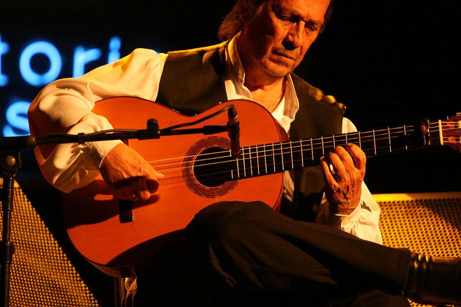 Paco de Lucía en el Festival de Jazz de Vitoria, 2010. Foto CC 2.0 by Alberto Cabello | La Ruta de Paco de Lucía en Algeciras | Tu Gran Viaje