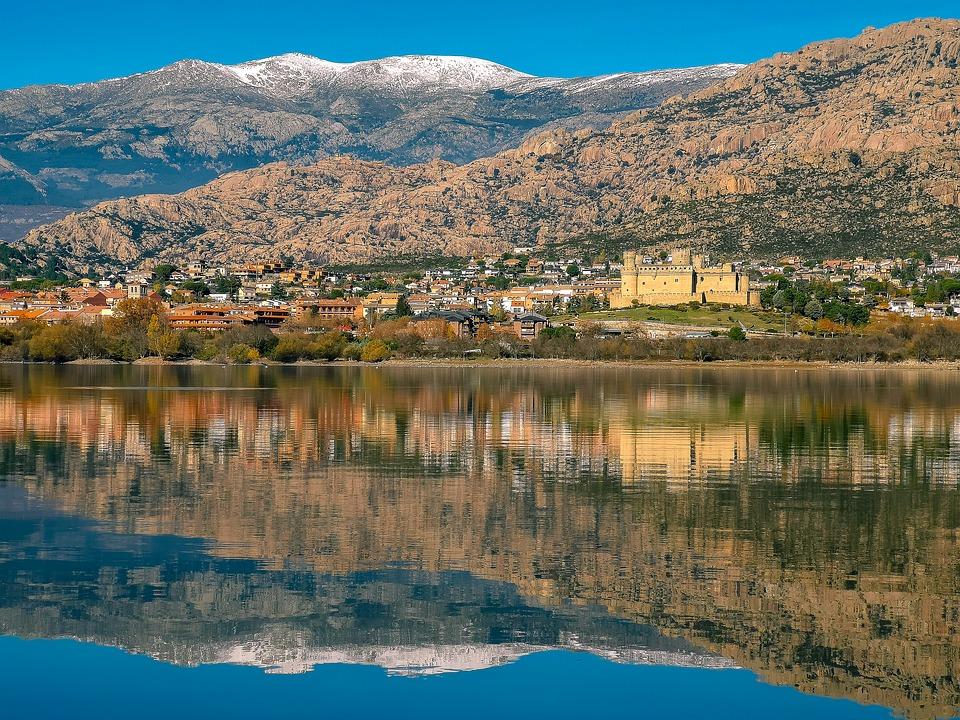 Buitrago del Lozoya o Manzanares el Real son algunos de los pueblos de Madrid perfectos para realizar una escapada y aprovechar las buenas temperaturas.