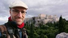 Jordi Canal-Soler ante el Partenón de Atenas. Foto cortesía del autor