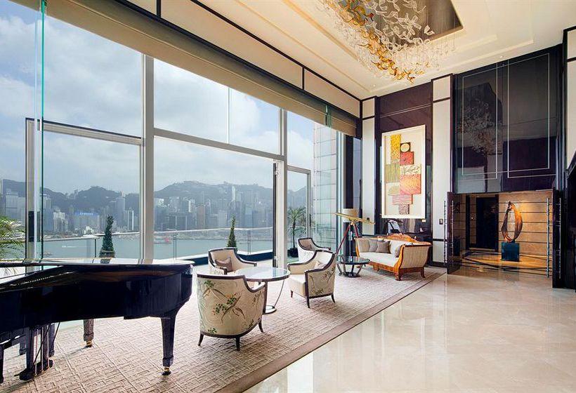 Un Mercado de Navidad muy especial, el Té de las Cinco, una flota de Rolls Royce... Queremos vivir la Navidad en el legendario hotel The Peninsula Hong Kong.