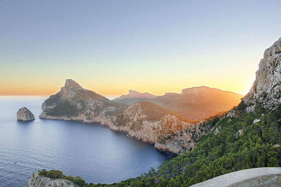 Toma nota de estos cinco paraísos cercanos que debes descubrir ya y que te demostrarán que viajar por España es todo un Gran Viaje.