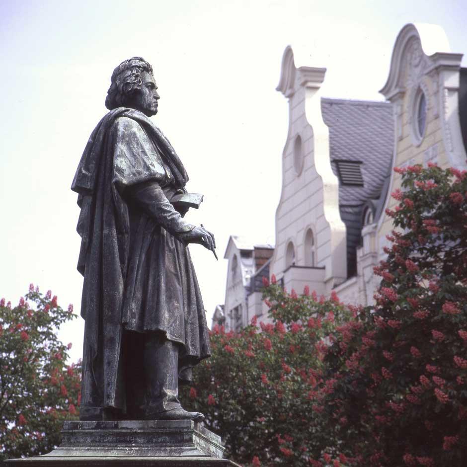 Estatua de beethoven en la Muensterplatz © Michael Sonderman | Discover Beethoven | Tu Gran Viaje