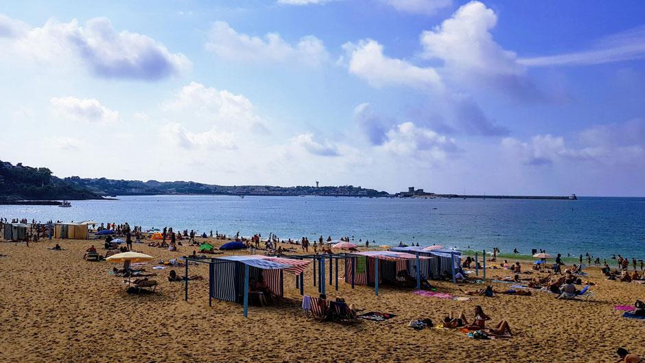 Glamour, surf y casetas de colores: las playas del País Vasco Francés   Playa de San Juan de Luz. © Tu Gran Viaje