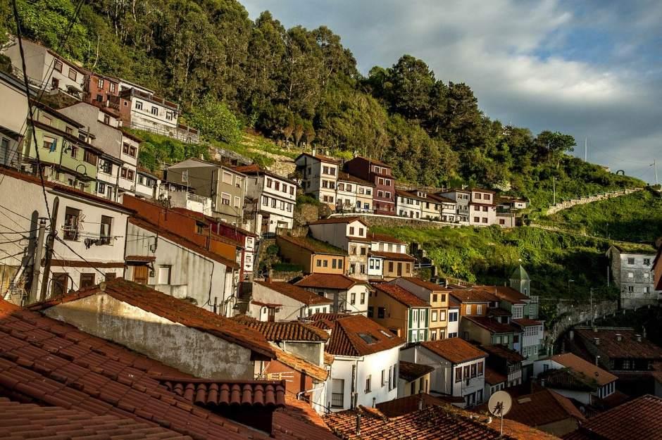 Marinera, colorida y con su propio idioma: este verano, Cudillero es una etapa imprescindible en Tu Gran Viaje por Asturias.