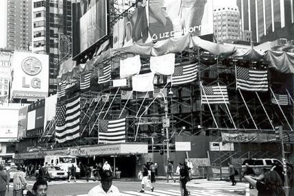Times Square, Nueva York, 12 de septiembre de 2001. Foto © Clemente Corona