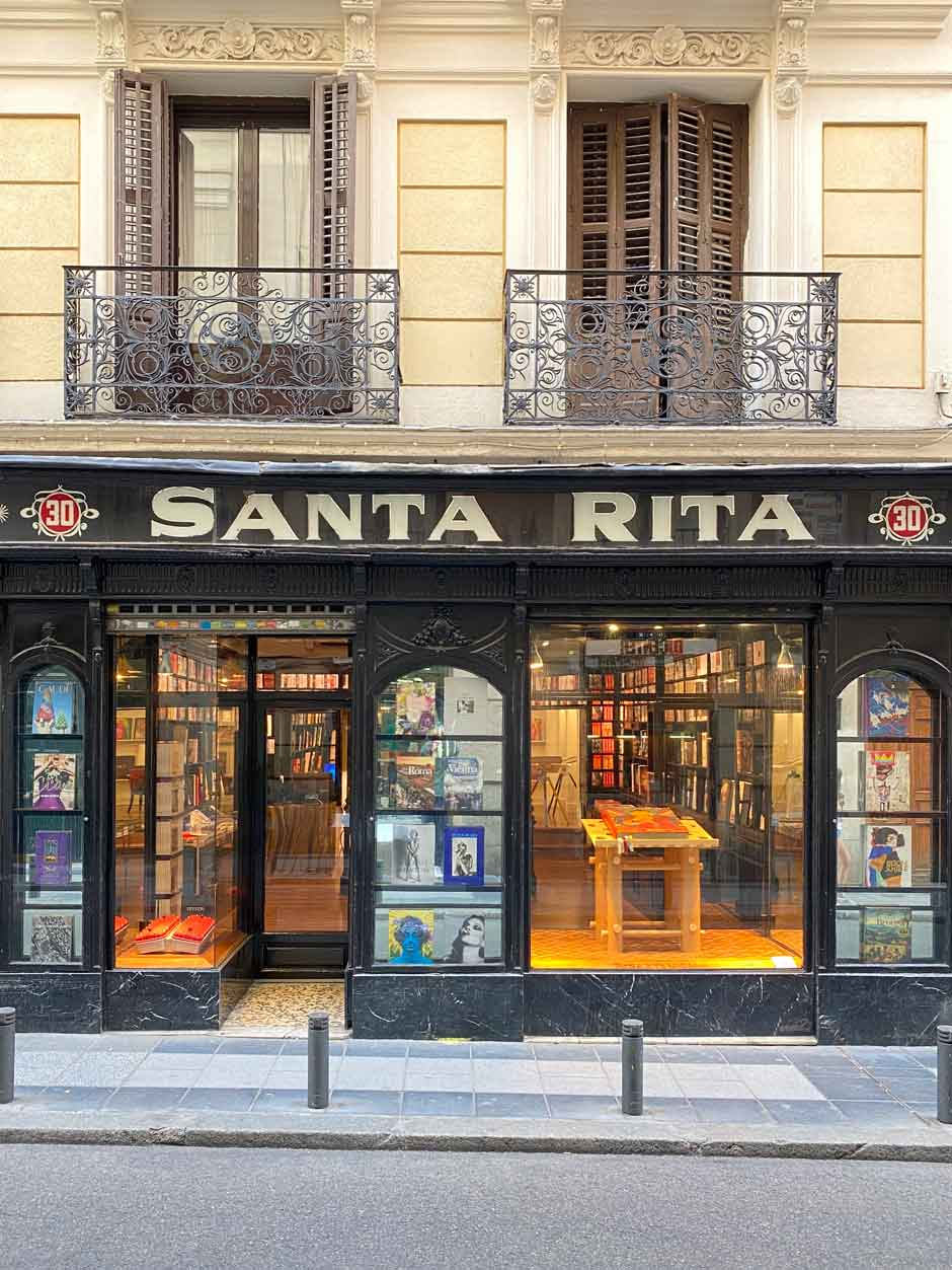 Fachada de la librería TASCHEN de Madrid Un restaurante maravilloso, una expo fotográfica y una librería en la que cabe todo el mundo: toma nota de estos planes en Madrid para disfrutar de agosto. Tu Gran Viaje