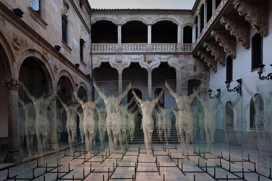 """""""Non Plus Ultra"""", la primera exposición de Gonzalo Borondo que se exhibe en España, se podrá visitar hasta el 31 de octubre en el patio del Palacio de la Salina de Salamanca. Agenda Viajera Tu Gran Viaje"""