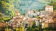 Panorámica de Valldemossa. rutas para contemplar los almendros en flor de Mallorca | Tu Gran Viaje