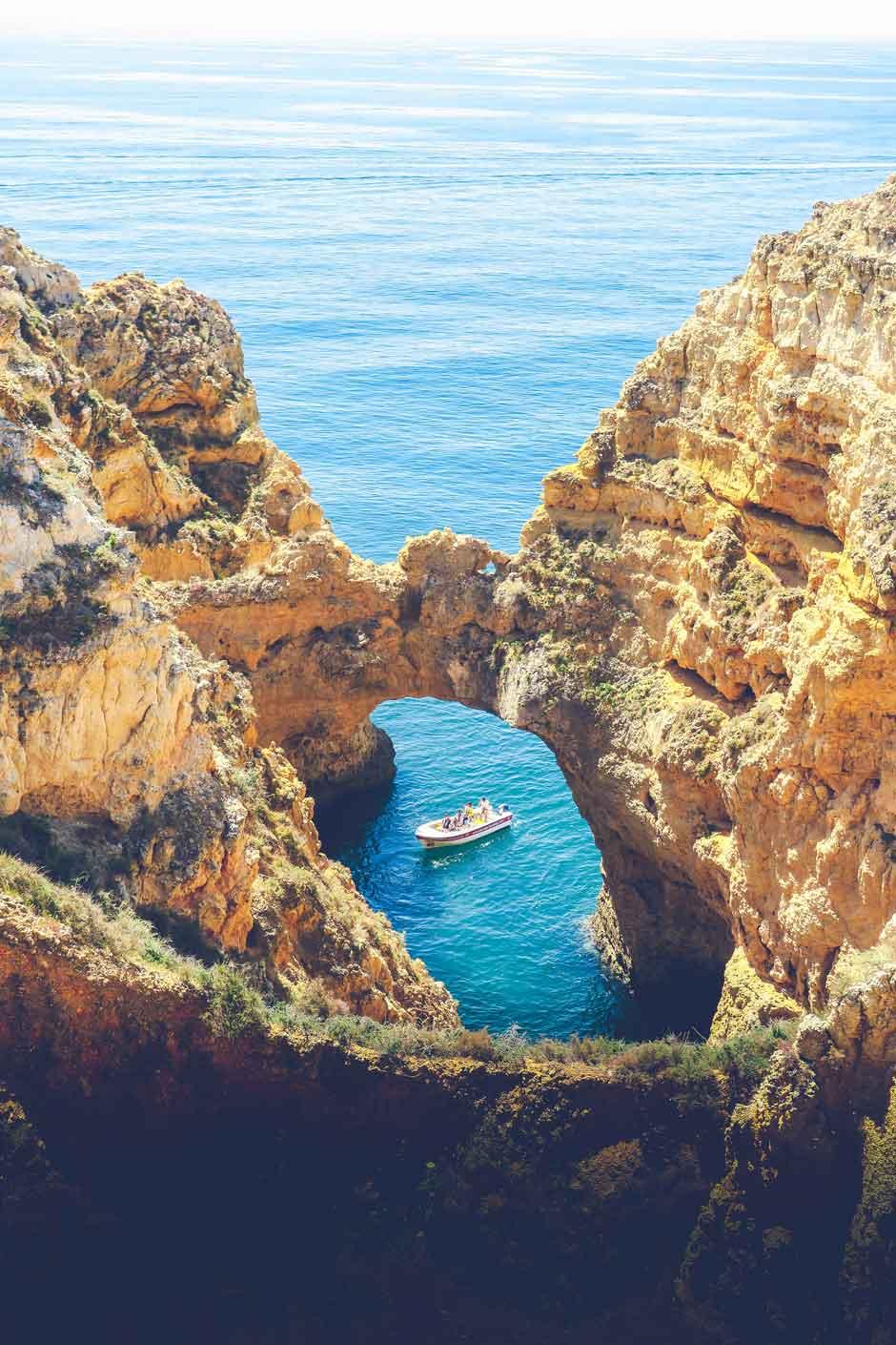 Rica en historia, excelentes restaurantes, playas de bandera azul, lugares icónicos... te contamos todo lo que tienes que ver en Lagos, en el Algarve. Qué ver visitar Lagos Algarve Tu Gran Viaje