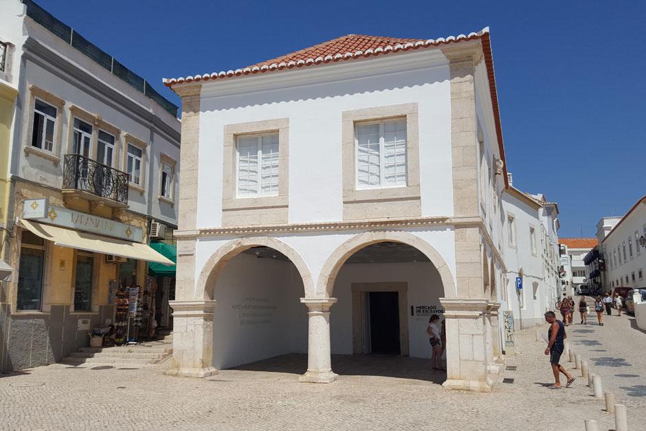 Rica en historia, excelentes restaurantes, playas de bandera azul, lugares icónicos... te contamos todo lo que tienes que ver en Lagos, en el Algarve. Qúe ver visitar Lagos Algarve Tu Gran Viaje