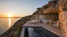 Ubicado en un área natural protegida de 30 hectáreas -incluidos 2 km de costa- Cap Rocat, el hotel más recóndito y privado del Mediterráneo, reanuda la nueva temporada este jueves, 15 de abril. | Noticias de hoteles en Tu Gran Viaje