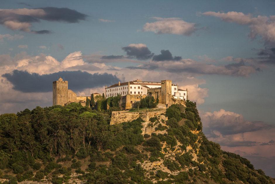 Una sinfonía de azul, verde y esencia portuguesa: eso es lo que te espera en la sierra de Arrábida, la joya natural de Lisboa | Tu Gran Viaje